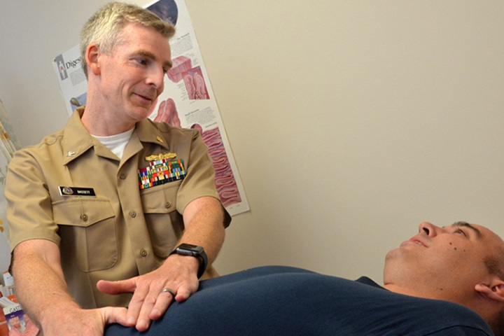 A physician examines and educates a patient. (U.S. Navy photo by Jacob Sippel, Naval Hospital Jacksonville/Released)