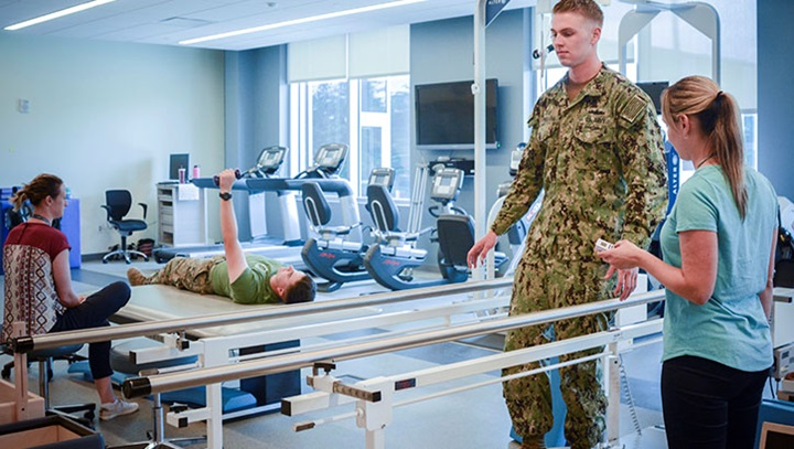 Military health personnel in physical therapy