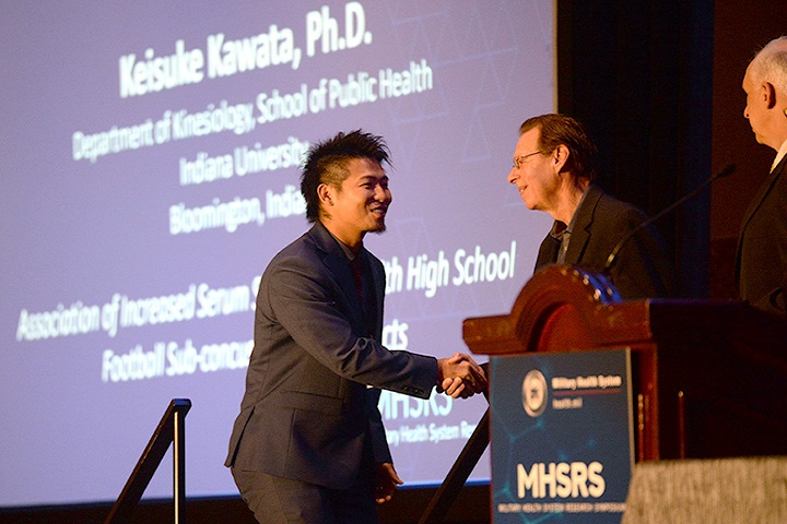 "Keisuke Kawata, Ph.D. (left), of the Department of Kinesiology, School of Public Health, Indiana University, receives the first-place award for ""Association of Increased Serum S100B Levels with High School Football Subconcussive Head Impacts."" (MHS photo)"