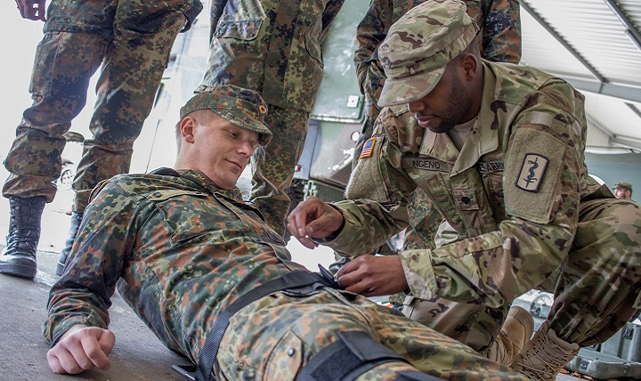 Army Spc. Ngeno applies a leg splint to a German Soldier at the Medical Assistant Personnel Training Conference at the German Central Military Hospital in Koblenz, Germany. (U.S. Army photo by Capt. Jerome Ferrin)