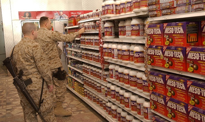 Two Marines shop for dietary supplements.